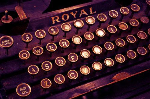 Image d'un clavier de machine à écrire ancienne